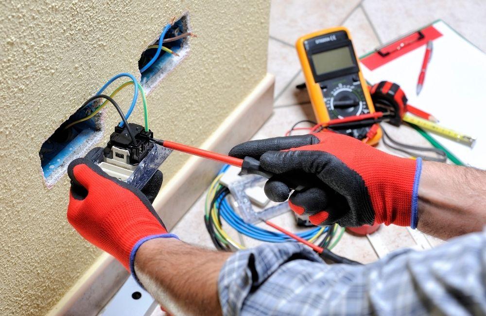 עבודות חשמל בבתים